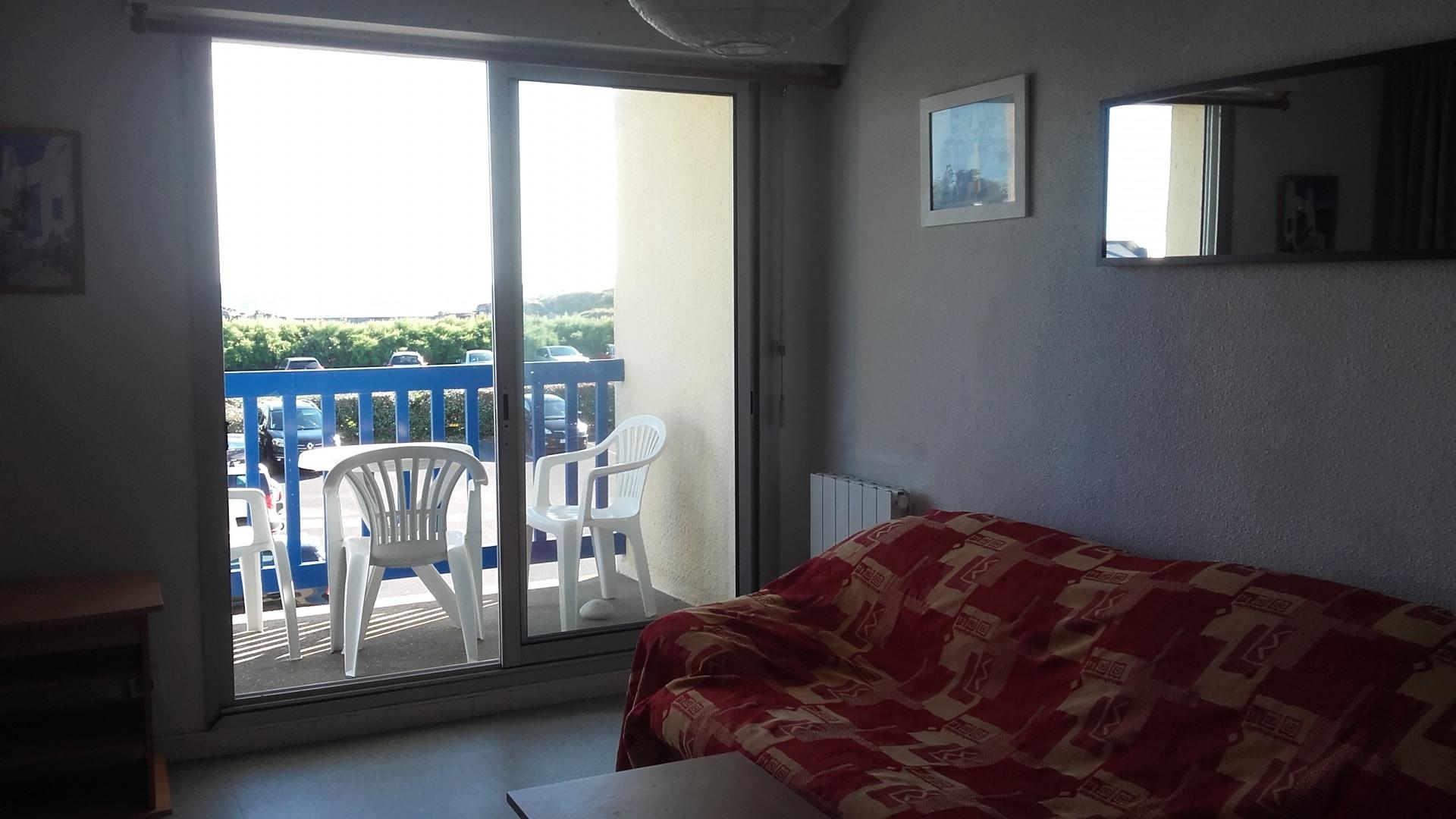Séjour et balcon D