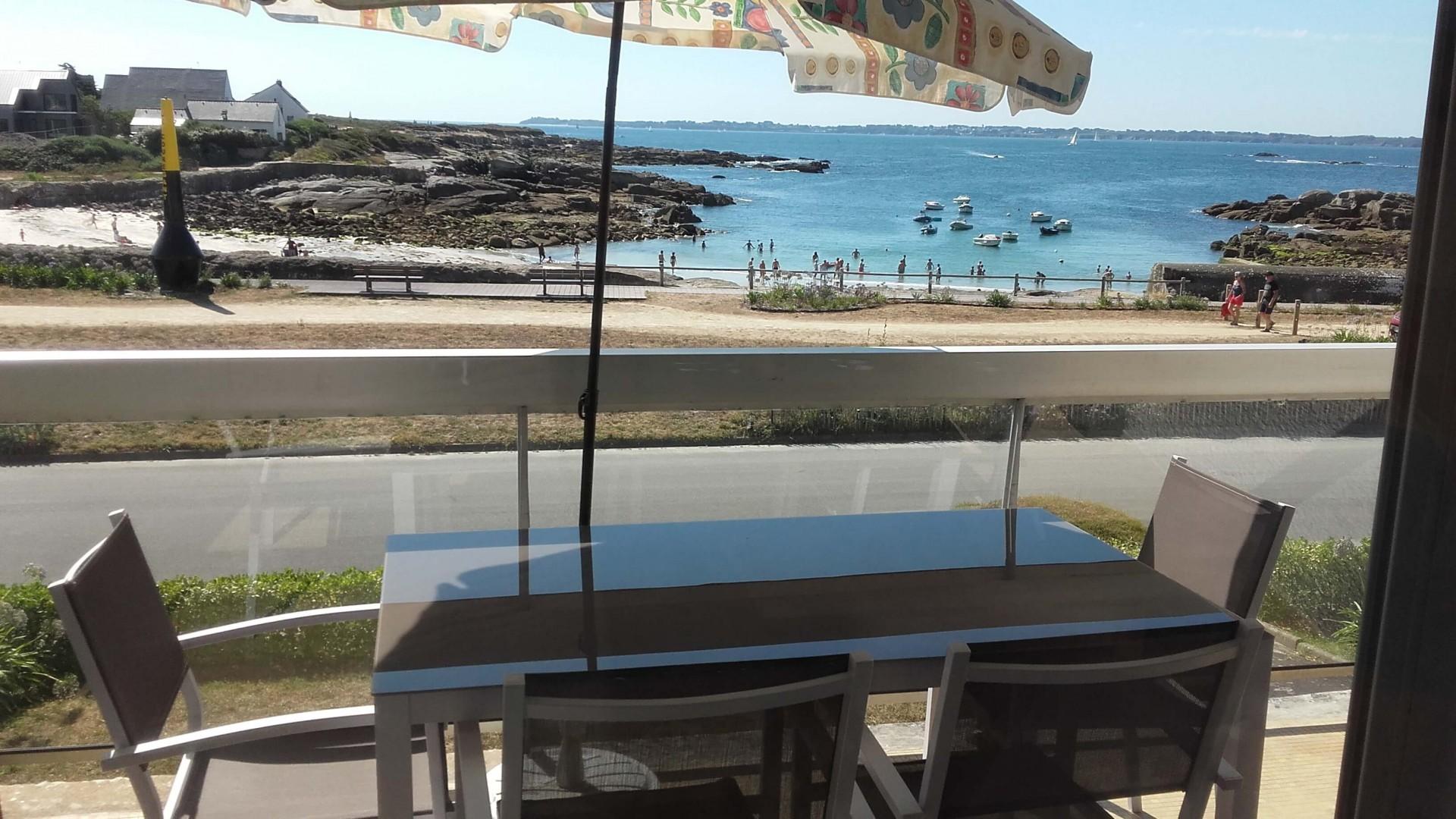 Vue du séjour sur la plage et l'Ile de Groix