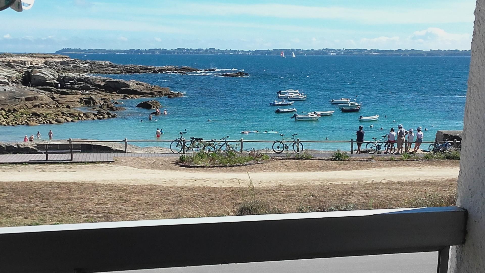 Vue du balcon sur la Plage et l'Ile de Groix