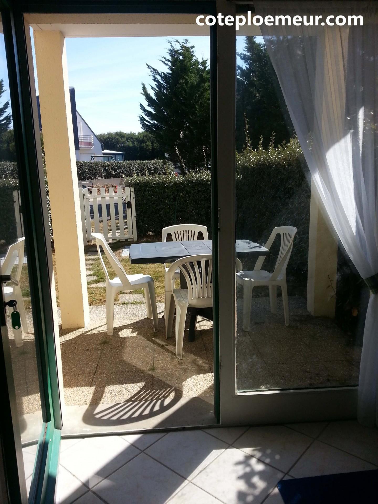 Terrasse et jardin vus du salon