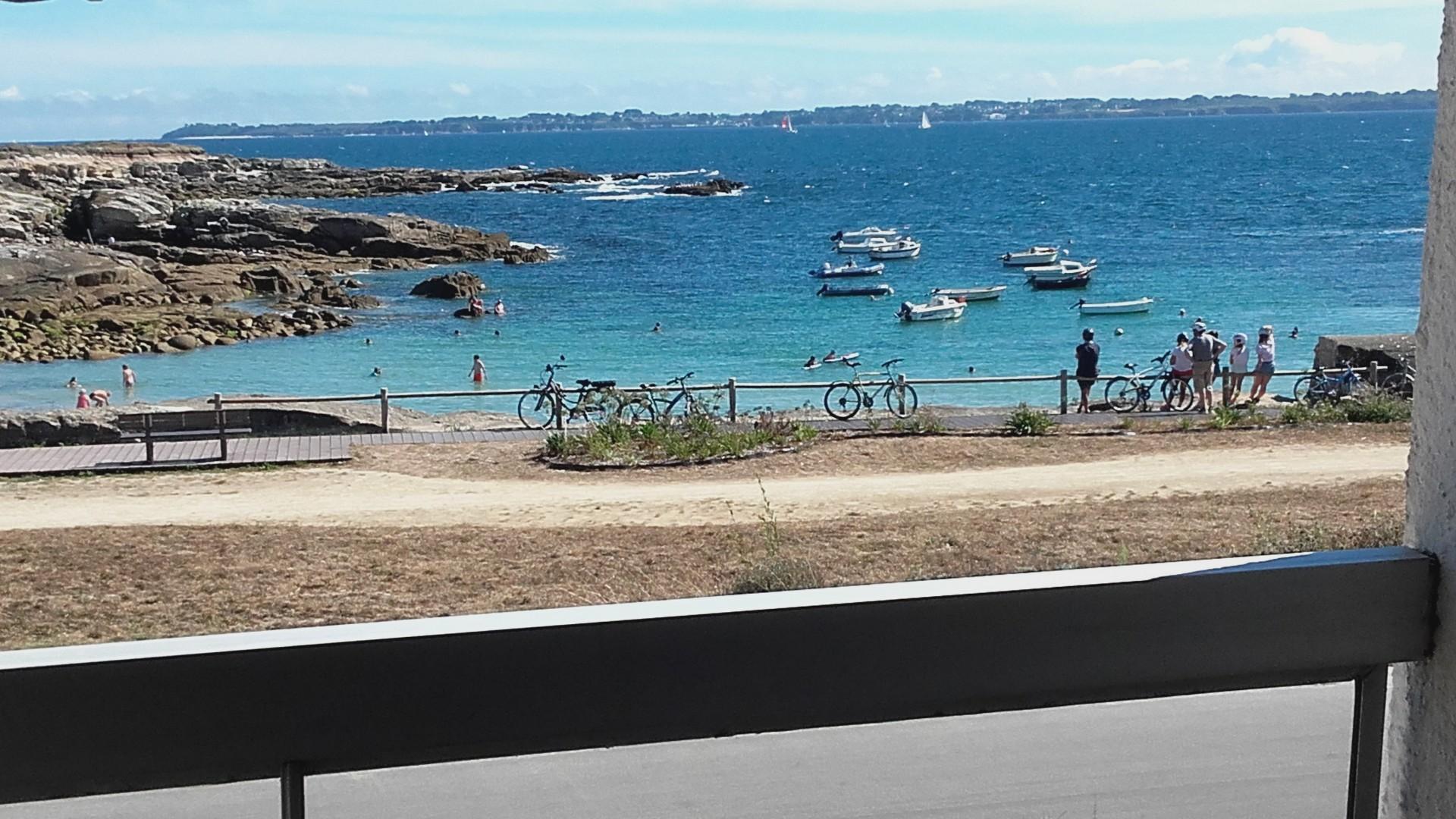 Vue du balcon sur la Plage et l'Ile de Groix .